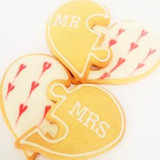 Interlocking love heart cookie